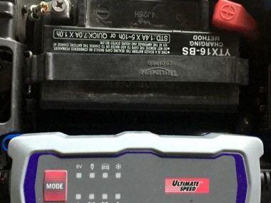 como cargar una bateria de moto