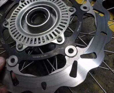 cambiar disco de freno moto