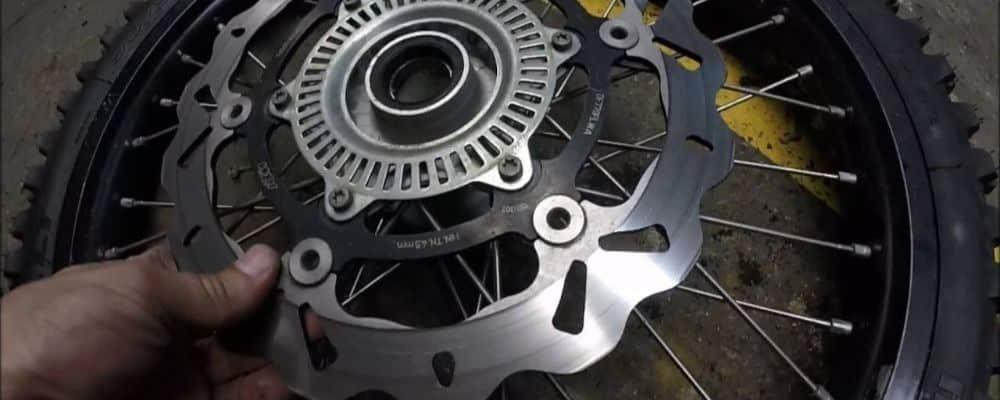 ¿Cuándo se deben cambiar los discos de freno de una moto?
