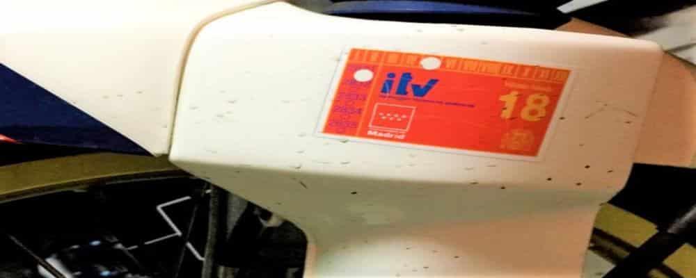 La pegatina ITV en motos. ¿Es obligatoria?