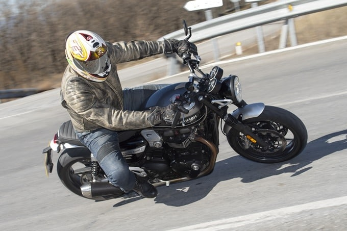 La Triumph Speed Twin 1200 girando