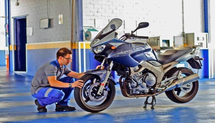 Una inspección de la ITV de una moto