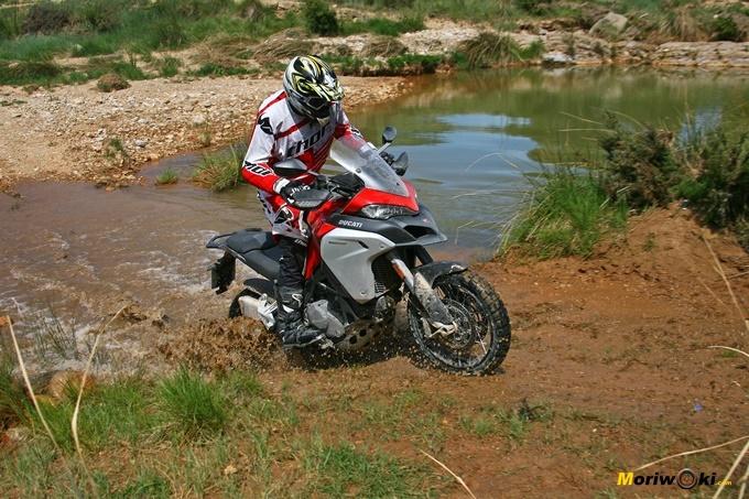 Conducción trail: Atravesando un arroyo con la Ducati Multistrada Enduro 1200