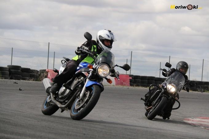 motos muy diversas en el curso femenino