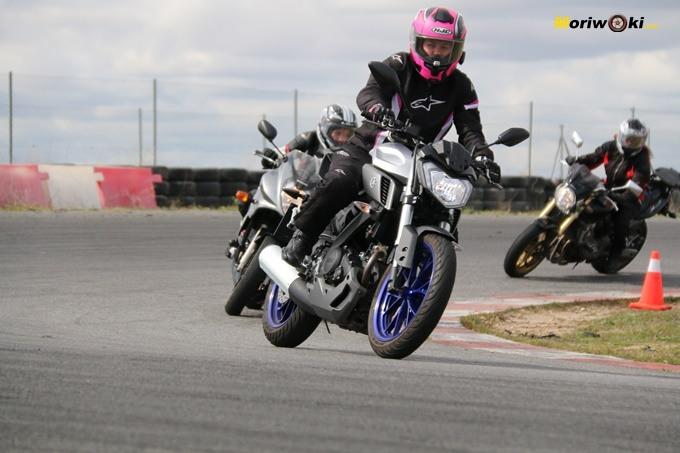 Yamaha MT01 en el curso femenino