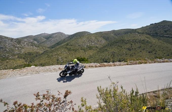 la KTM 790 Adventure desde una lejana perspectiva