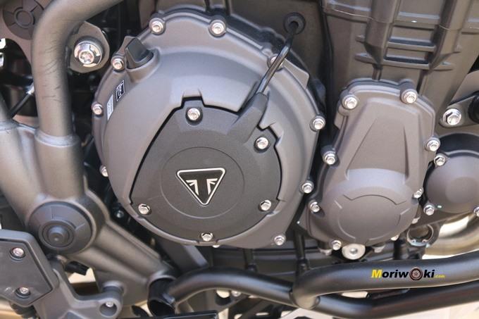 Lado del motor de la Triumph Tiger 1200 XCA