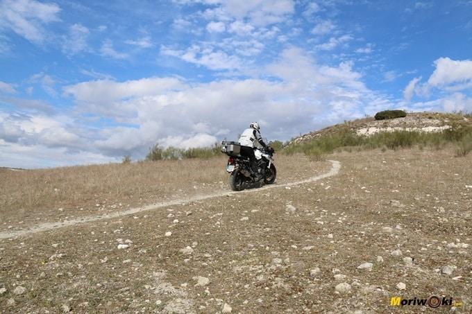 Por un sendero con la Triumph Tiger 1200 XCA