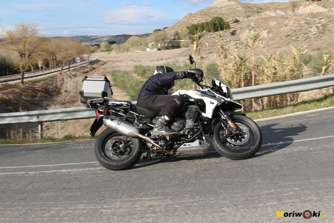 Inclinando con la Triumph Tiger 1200 XCA