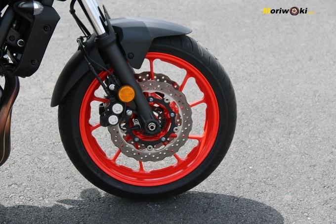 Horquilla convencional de la Yamaha MT07
