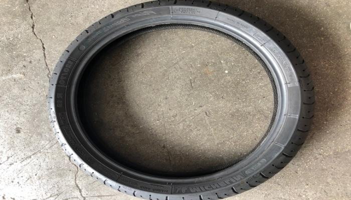 llanta del neumático de una moto