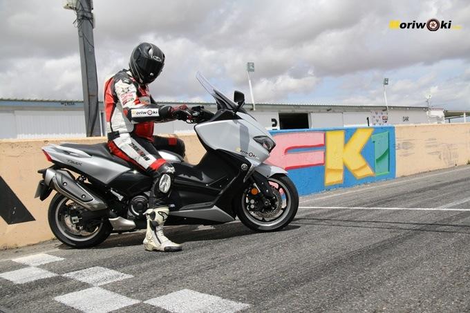 Con la Yamaha Tmax 530 tras nuestra prueba.