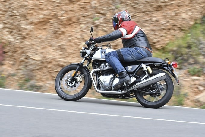 Frenando con la Royal Enfield Continental GT 650.