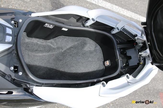 Hueco del asiento en la Yamaha Tmax 530.