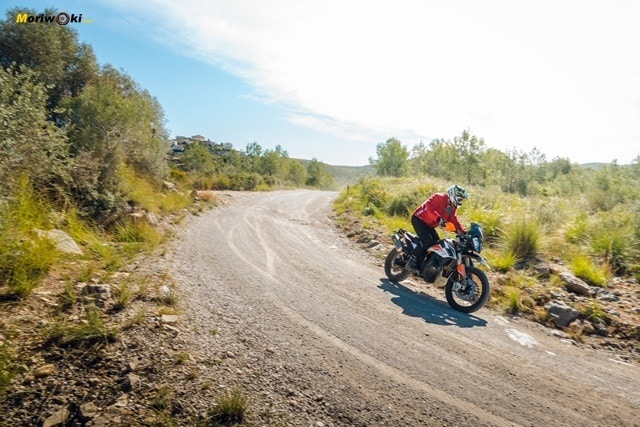 El paso por curva off road de la KTM 790 Adventure R.
