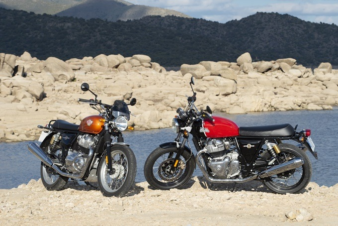 Versiones estándar y cromo de la Royal Enfield Interceptor 650