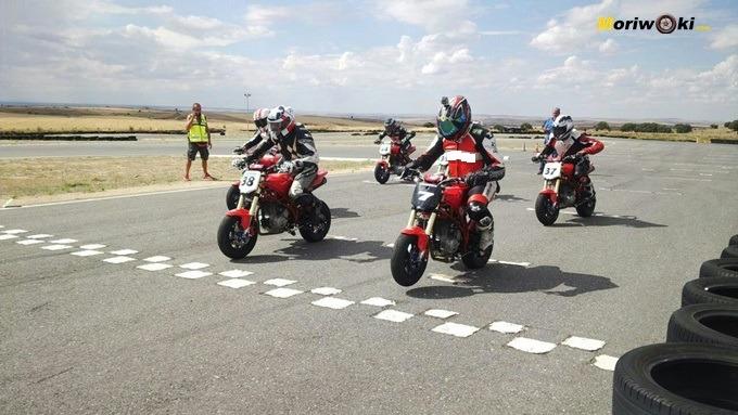 Circuitos para pit bikes Zona Centro. Salida de una carrera en Karpetania.