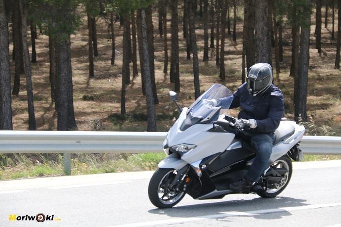 Frena más el Yamaha Tmax 530 o el Kymco AK 550.