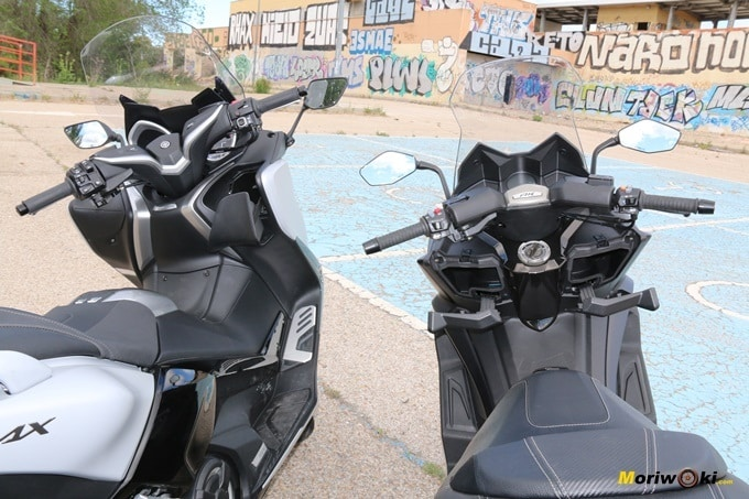 Comparando las guanteras del Yamaha Tmax 530 DX y del Kymco AK 550.