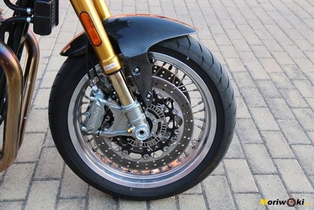 Así es la rueda delantera de La Norton Commando 961 Sport MK2.