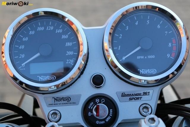 Los relojes de la Norton Commando 961 Sport MK2.