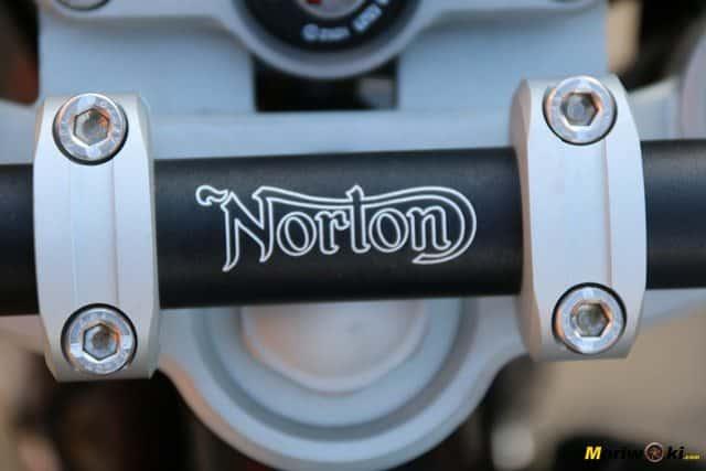 El emblema de Norton en la Commando 961 Sport MK2.
