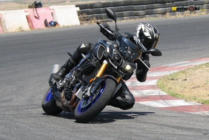 Prueba Yamaha MT-10 SP por Cristina Alberquilla en FK-1