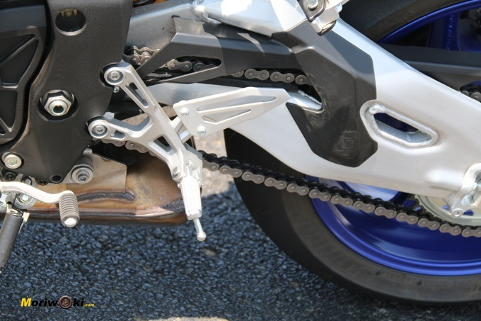 Detalle estribera Yamaha MT-10 SP
