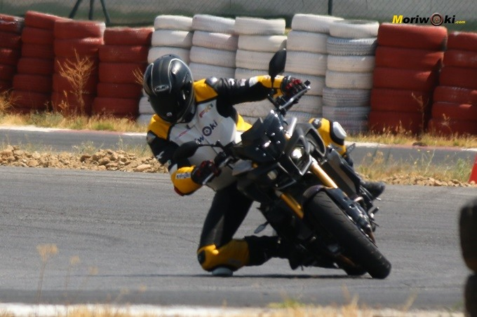 Curva a derechas en FK1 con la Yamaha MT-10 SP