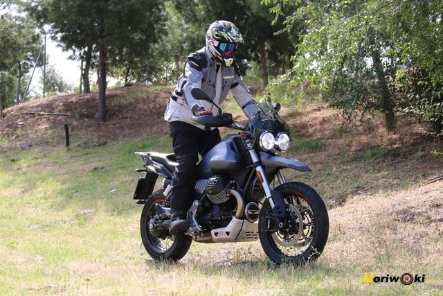 Haciendo off road con la Moto Guzzi V85 TT.