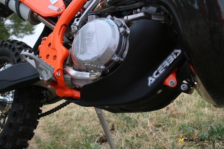 Objetivo Enduro +100 La Moto. La tapa del embrague de la KTM 300 EXC TPI