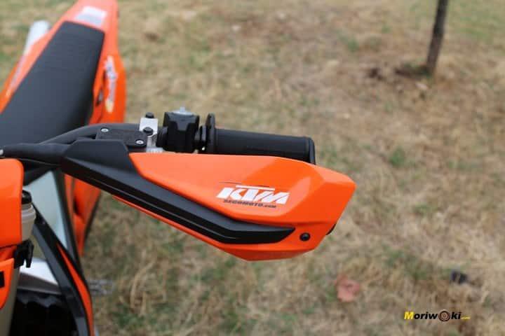 Objetivo Enduro +100, protector manos de la KTM 300 EXC TPI.