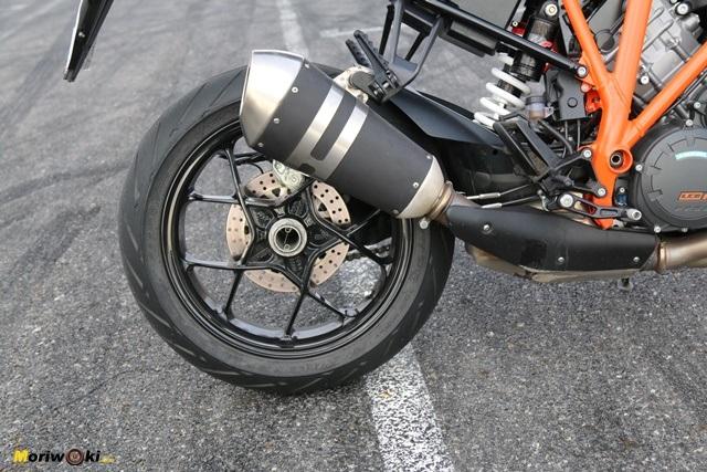 Disco trasero y silencioso en la Prueba KTM 1290 Super Duke R.