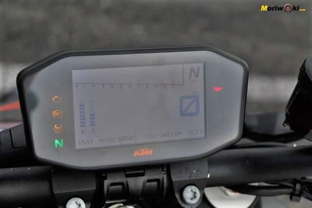 Prueba KTM 1290 Super Duke R. Menú en pantalla TFT.