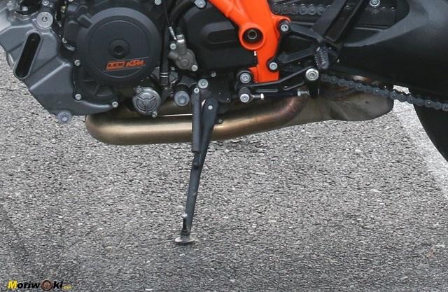 Prueba KTM 1290 Super Duke R. Pata de cabra.