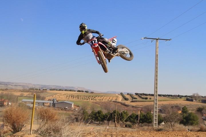 Fran García, profesor del curso de moto off road, en acción