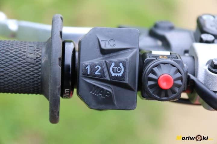 Prueba KTM 450 SX-F. Controles electrónicos.