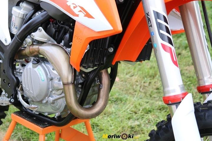 Prueba de la KTM 450 SX-F. Lateral del motor