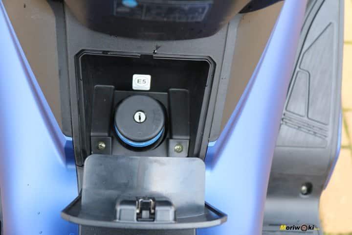 El tapón de la gasolina en el Kymco Xciting 400 S.