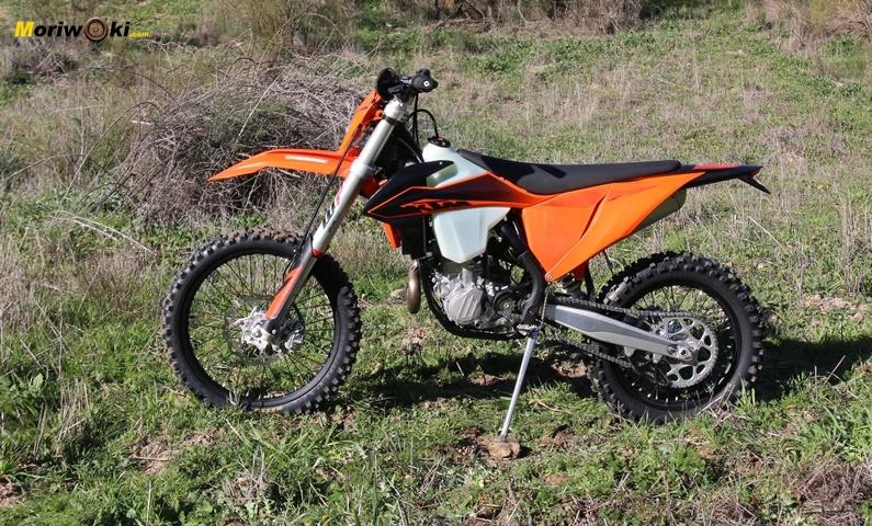 KTM EXC 450 F perfil izquierdo.