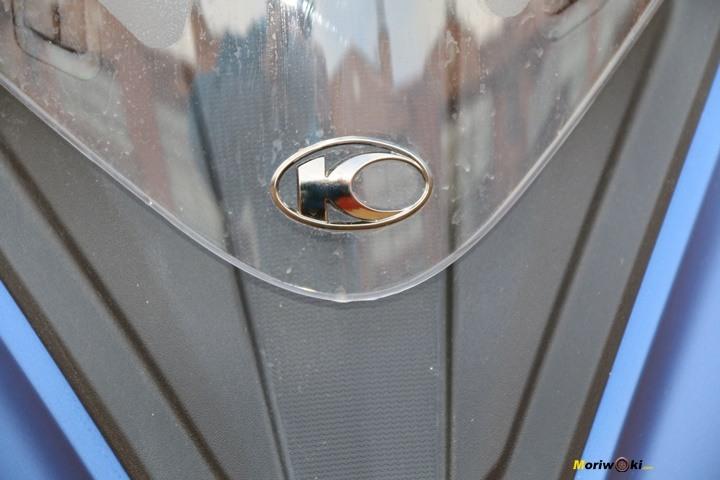 El Kymco Xciting 400 S con el logo de la marca en su frontal.