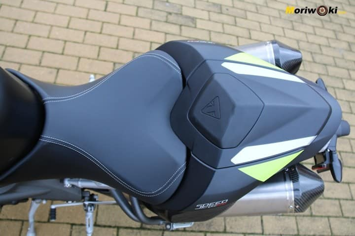 Asiento con colín de la Triumph Speed Triple 1050 RS.