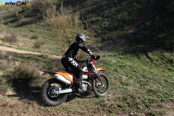 Las suspensiones comprimidas de la KTM EXC 450 F 2020.