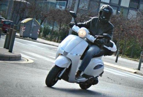 motorizado con guantes de scooter