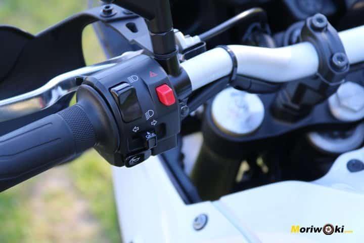 Piña izquierda en la Prueba Yamaha Tenere 700.