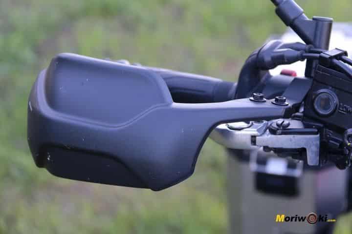 Protector de las manos en la Yamaha Tenere 700