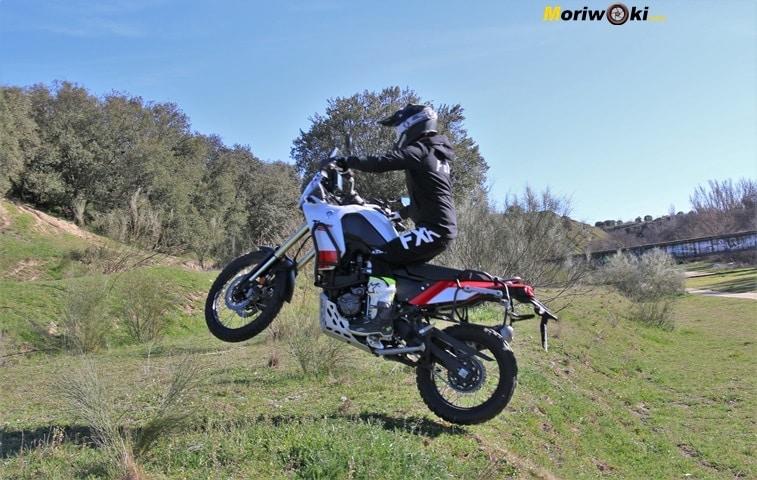 Tomando altura con la Yamaha Tenere 700.