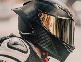 casco de carbono negro
