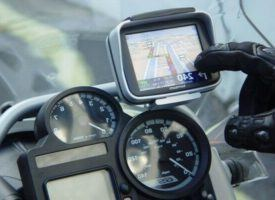 conduciendo con gps para moto