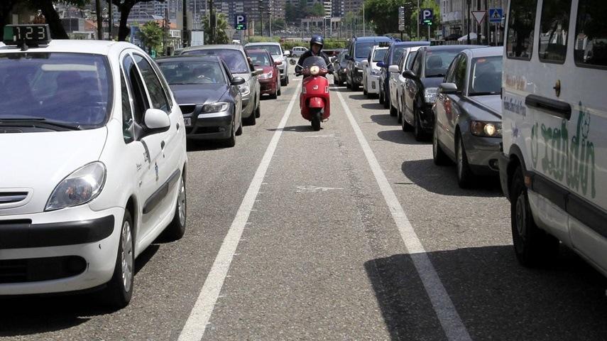 Carril para motos en Vigo.